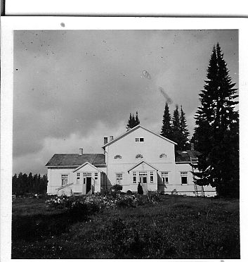 Lintulan luostari siirtyi Heinävedelle Koskijärven kartanoon vuonna 1946. Arkistokuva: Lintulan luostari