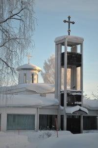 Pyhän Kolminaisuuden kirkko talvella.