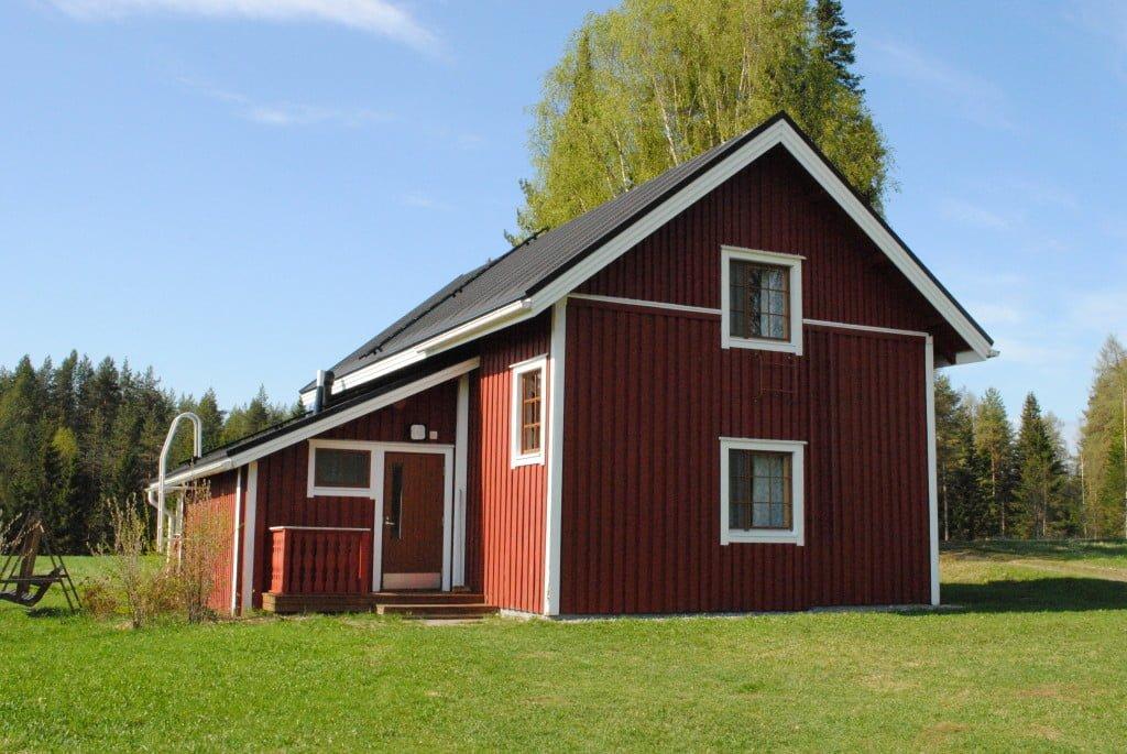 """Lintulan luostarin vierastalo """"Antonina-talo""""."""